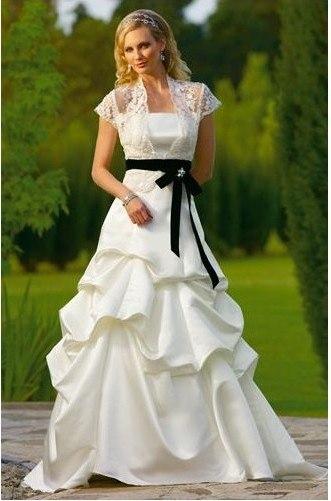А мне єто нравиться.  Подобное платье с черной лентой было у Пинк.