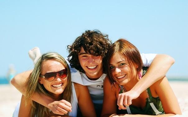 Фото девушка и два парня