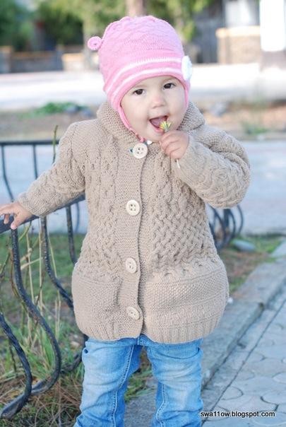 Еще можно успеть к апрелю связать вязаное пальто спицами, в котором не...