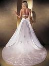 Самое дорогое платье в мире было создано в 2006 году компанией Diamond...