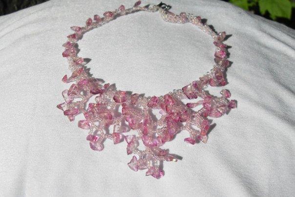 Изготавливаю украшения из бисера и натуральных камней, а также деревья, цветы и многое другое. .