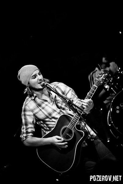 Сергей Романович - акустическая гитара