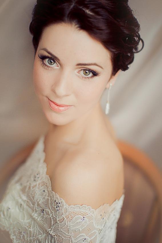 Брюнетка с серыми глазами макияж для невесты