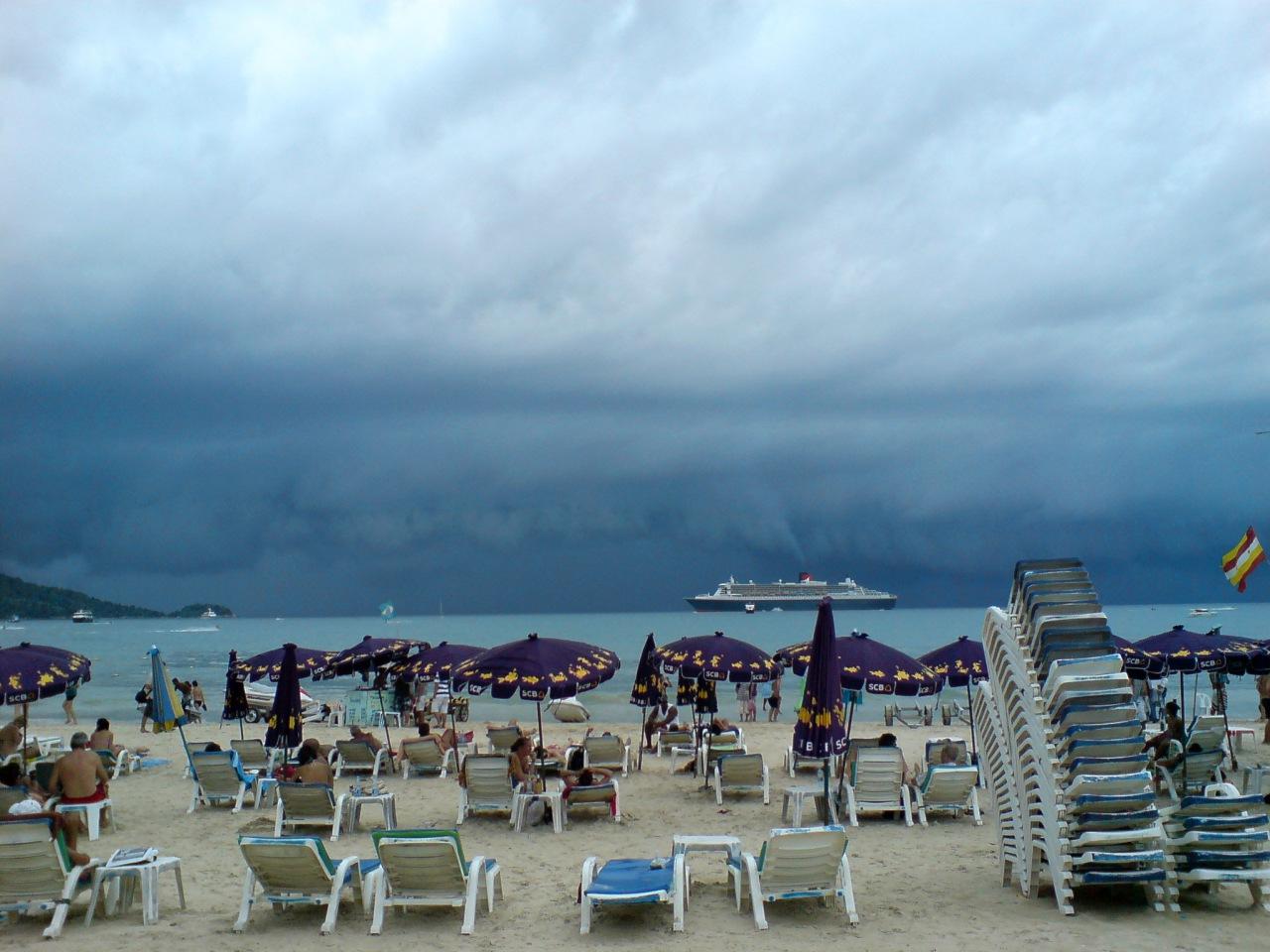 Пляж Патонг, в ожидании грозы