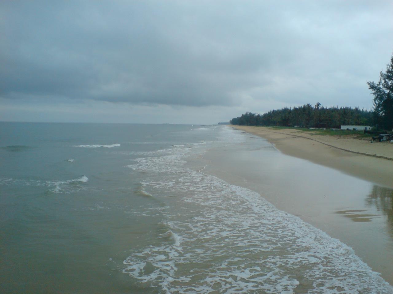 Безлюдные дикие пляжи материка