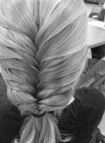 По этой причине многие интересуются, какие прически на длинных волосах будут...  Длинные волосы - модные тенденции...
