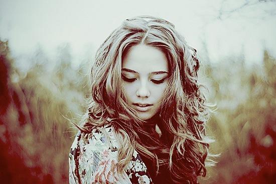 настоящая девушка,не пахнет сигаретами и пивом,девушка должна, обладать природным...
