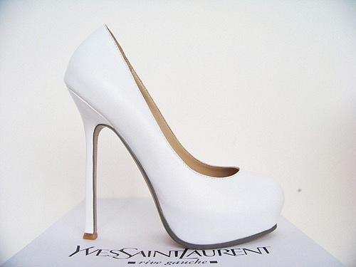Туфли - модный белые туфли с шипами на