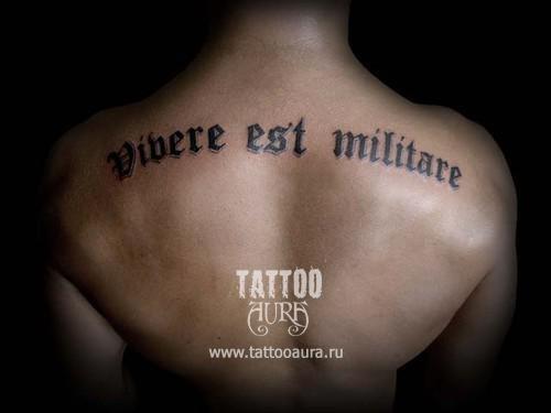 Надписи тату со смыслом и переводом для мужчин на спине