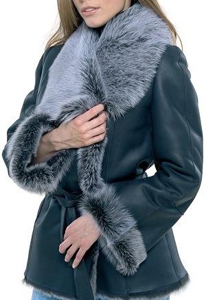 Удобной, теплой и модной верхней одеждой является дубленка.