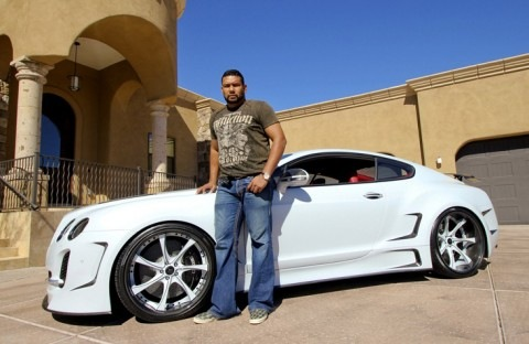 Carlos Silva | White Bentley Super Sport