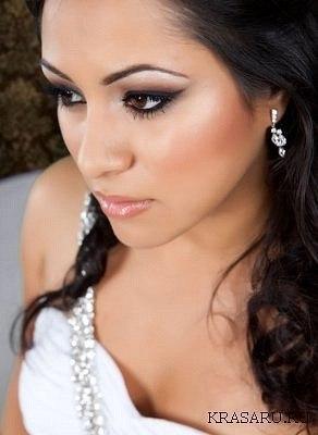 Свадебный макияж для карих глаз должен быть выразительным и.