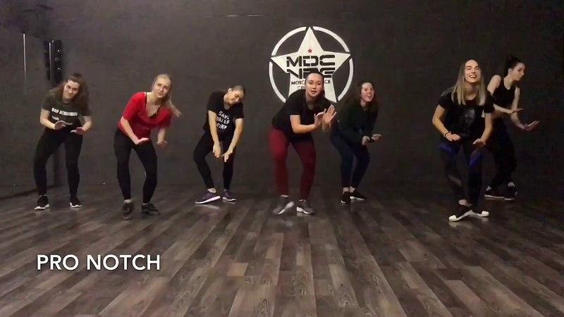 DEMARCO FT. AKON RUNTOWN - NO WAHALA | RISLING TEAM | DANCEHALL STEPS BY XQLUSIV DANCERS