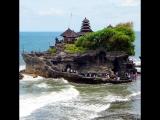 Храм в скале в океане
