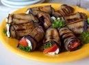 Рулетики из баклажана с фетой и помидорами, для вкусненького ПП-перекуса!