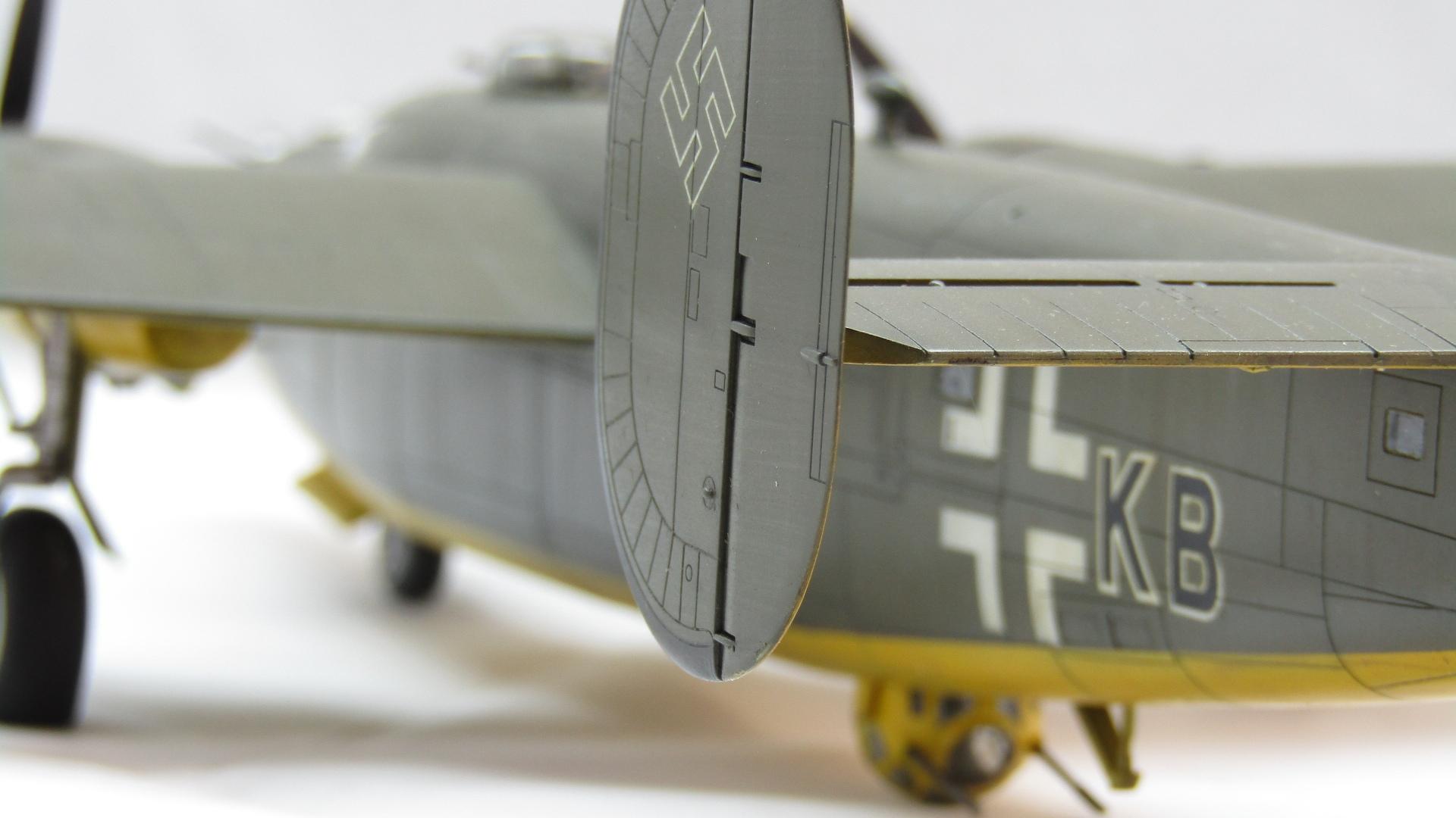 B-24H Liberator 1/72 (Academy) DhUfnNQE1gE