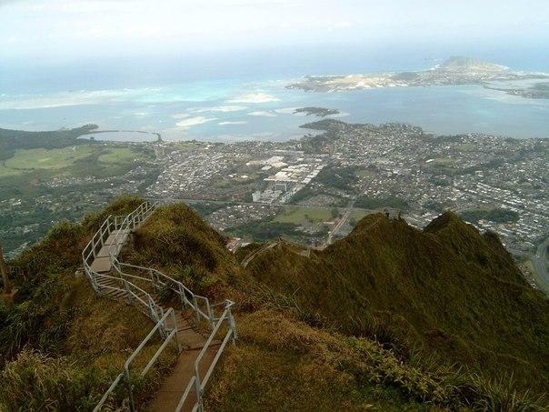 """""""Лестница в небо"""" на Гавайях."""