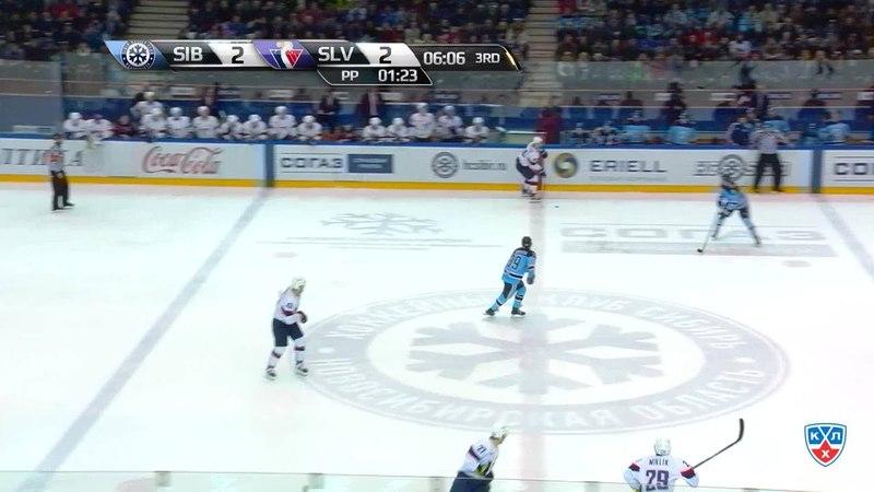 Моменты из матчей КХЛ сезона 14 15 Гол 3 2 Шалунов Максим Сибирь оформляет дубль забросив шайбу в ворота соперника в мень