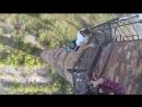 Смертельный трюк ростовского каскадера с подтягиваниями на многометровой трубе попал на видео