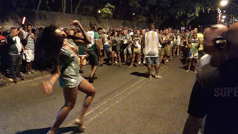 Camila Silva no ensaio de rua da Mocidade