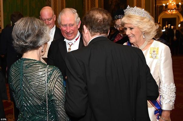 Кейт Миддлтон в тиаре и серьгах принцессы Дианы посетила прием в Букингемском дворце Канун Рождества — время вечеринок, торжественных приемов и ожидания праздника. В Букингемском дворце за