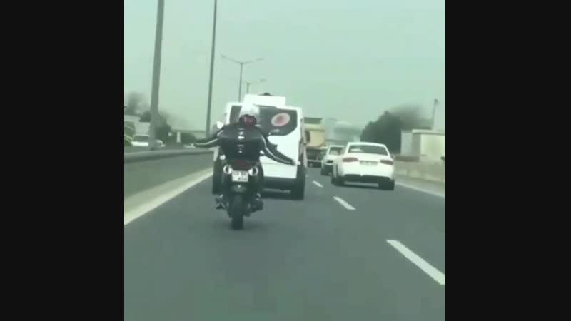 Танцующий мотоциклист