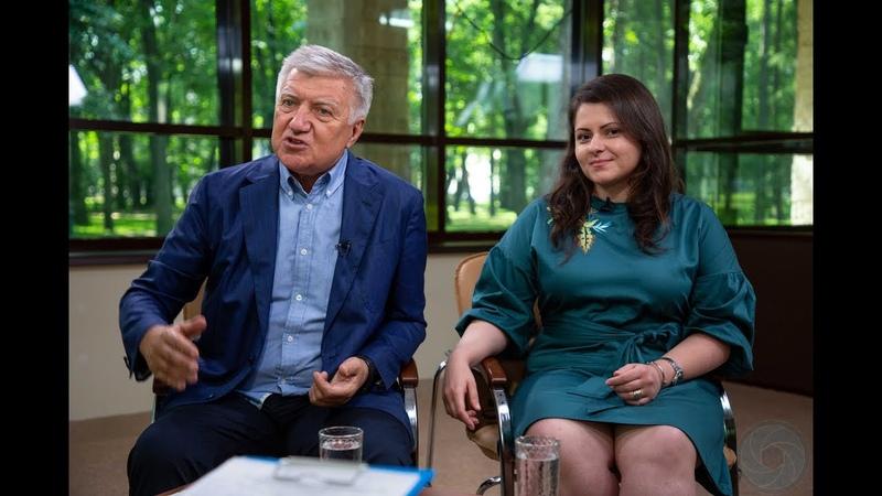 Организаторы конференции TEDxSZIU Владимир Шамахов и Екатерина Манжула