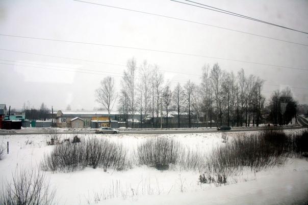 Старое производство возле реки, которое давно уже стало автомастерской, кафешкой и чем-то ещё.  2 января 2018 года.