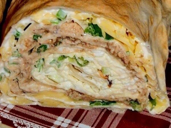 Просто, быстро, вкусно ;)   Ингредиенты:  - 1 упаковка листового лаваша(3 листа)  - 250г майонеза.