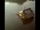 Парень на Сахалине на машине проложил дорогу через реку