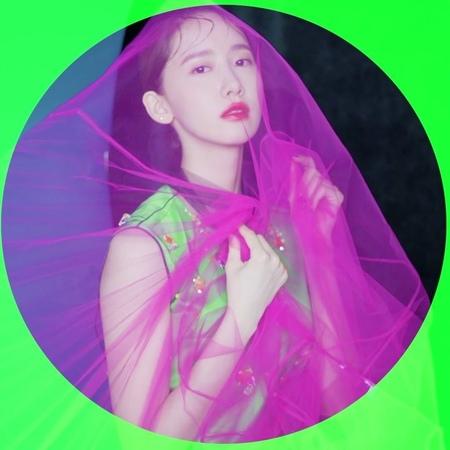 "Vogue Korea on Instagram: ""보그코리아 8월호를 위해 만난 윤아. 브루클린의 한 창고에서 몽환적인 모습을 완성했습니다💚💜 프라다 와 윤아, 그리고 보그 가 함께 한 순간을 직접 감상하세요. - Fashion Editor / Kihoh S..."