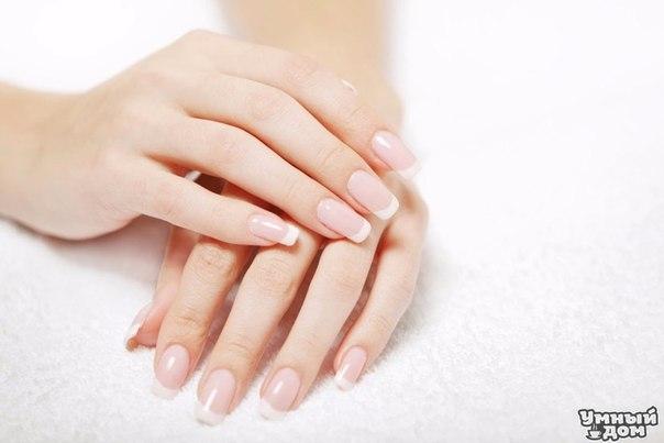 5 лучших рецептов по уходу за кожей рук и ногтей. Если Вы хотите чтобы Ваши ногти были крепкие и блестящие, а ручки бархатными тогда необходимо о них регулярно заботиться! А что может быть лучше для ежедневного ухода, чем кремы и ванночки, приготовленные из натуральных ингредиентов по рецептам народной медицины?! Именно о том, как правильно приготовить такие средства мы и расскажем Вам в этой статье. Уход за ногтями и руками – эффективные рецепты: Рецепт первый (оливковый крем для кожи рук).…