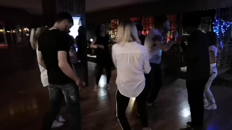 Танцы Вечерний Домбай ни кто не расслабляется 😂