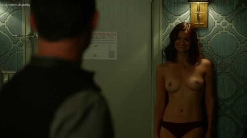 Ли Маккендрик (Leah McKendrick) голая в сериале