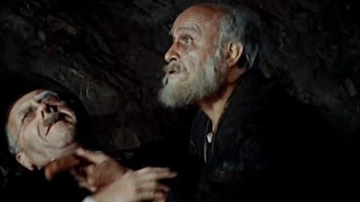 Как отец Фёдор колбасу украл и на горе застрял Отрывок из киносериала 12 стульев