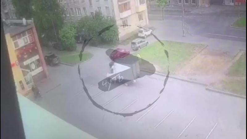 Под колесами «ГАЗели» возле бара погиб воспитатель питерского кадетского военного корпуса