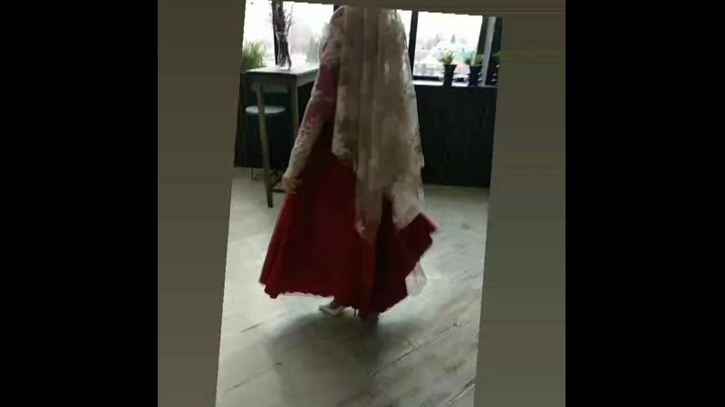 Бордовое платье с фатиновой юбкой