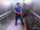 JD пытается покинуть клинику в мешке для трупов  Scrubs