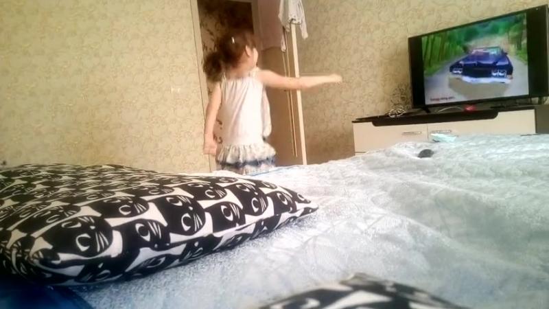 Сафия танцует