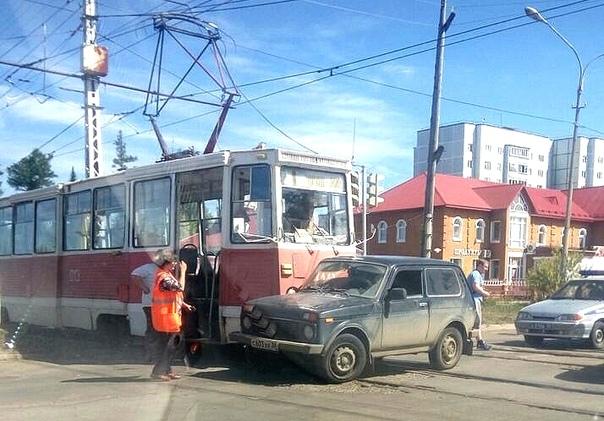 05.08.2018. ДТП с участием «Нивы» и трамвая