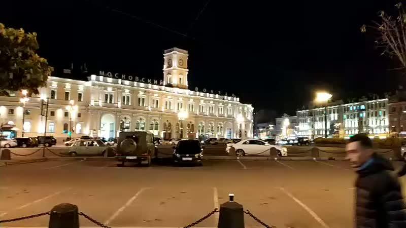 Петербург Только что на площади восстания, сторонники бессрочного протеста скандировали: Путин вор.