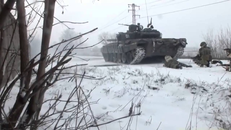 Когда стреляет танк - без каски никуда (Зачистка города под прикрытием бронетехники.Дебальцево.)
