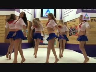 Танец пионерок на выставке cboss