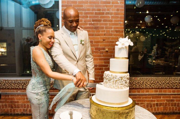 r yW5Gqmj8c - Золотые и серебряные свадебные торты 2016 (70 фото)