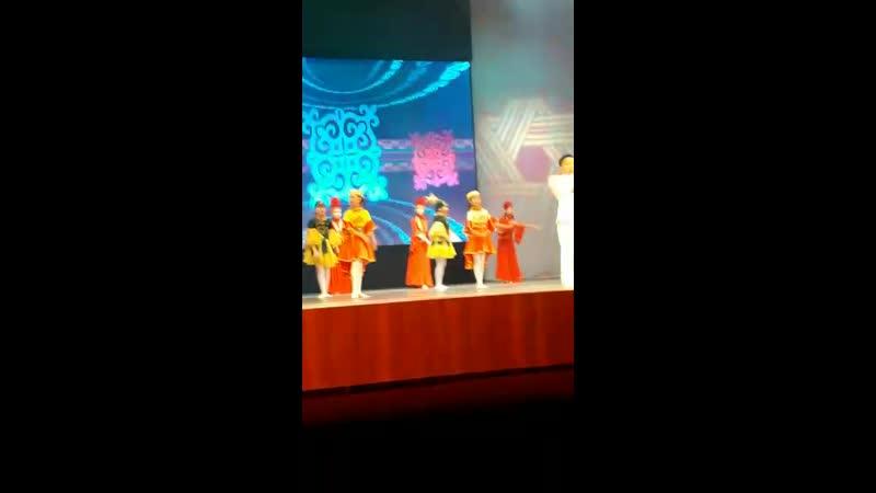 Моя доча на сцене в дк Горняк