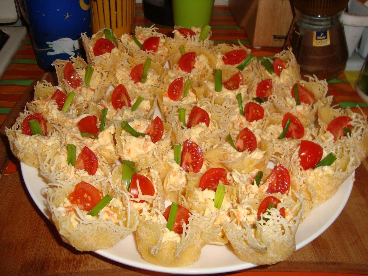 Салат в сырной корзиночке рецепт с фото