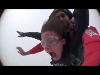 Девушка ЖЖОТ!!! Самый первый прыжок с парашютом   это жесть )) юмор приколы