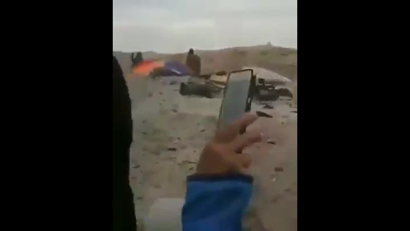 На позициях боевиков Исламского государства на берегу Евфрата замечены женщины с автоматами в руках, по всей видимости, помогающ