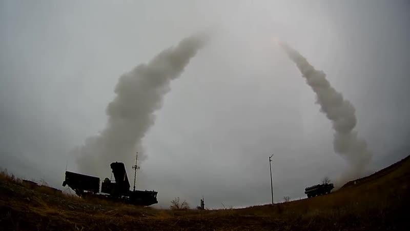 Стрельбы зенитчиков ЮВО ракетами ЗРС С-400 на полигоне Капустин Яр.