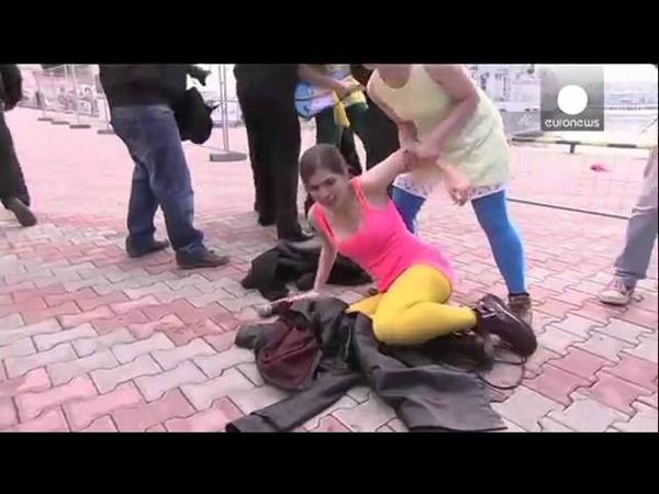 На олимпиаде в Сочи избили Pussy Riot,At the Olympics in Sochi beat pussy riot